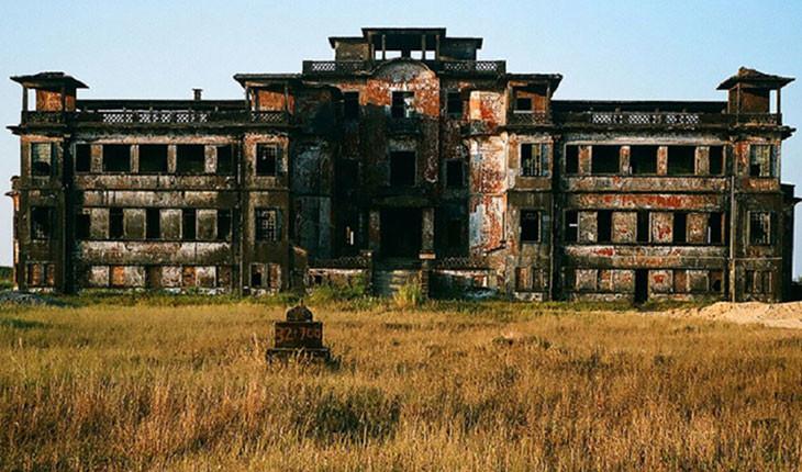 ماجرای عجیب یک هتل متروکه استعماری در کامبوج