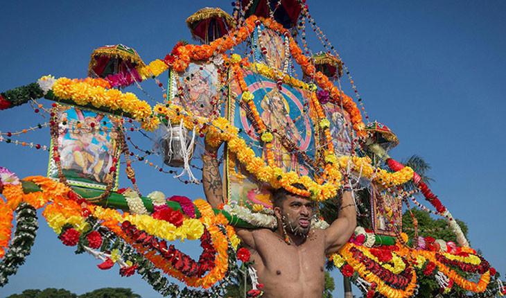 همه چیز در مورد تایپوسام، فستیوالی که در آن برای عبادت، بدنشان را سوراخ میکنند!