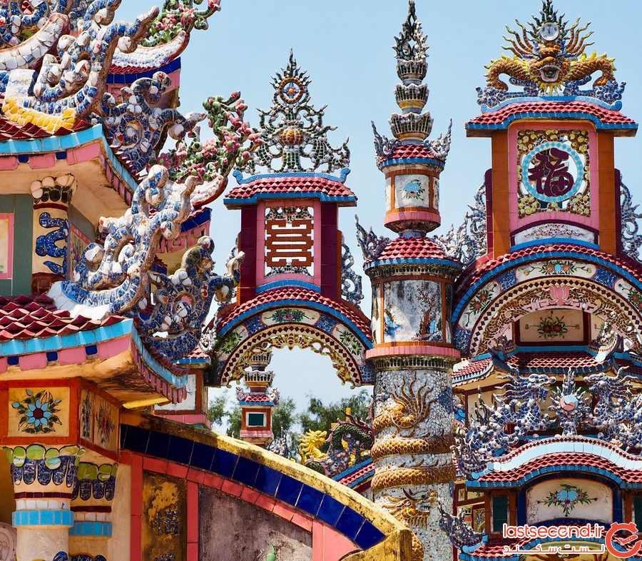 دهکده ویتنامی که دهها هزار دلار برای مقبرههای عجیب و غریب هزینه میکنند.
