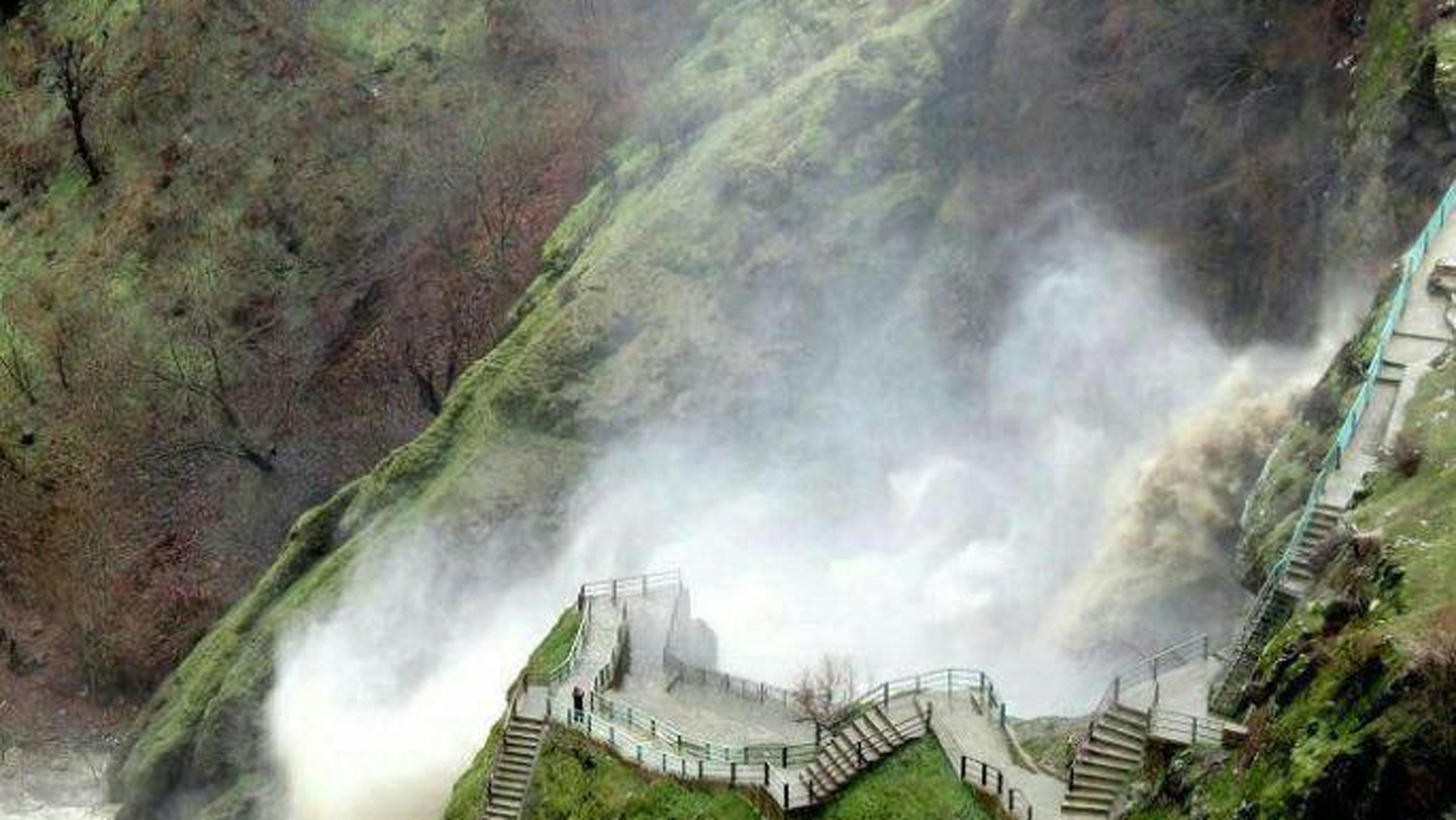 تور تخت سلیمان آبشار شلماش 28 مرداد 98