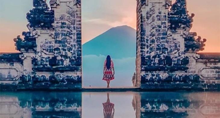 دریاچه معبد بالی که در اینستاگرام معروف شده بود، حقیقت ندارد