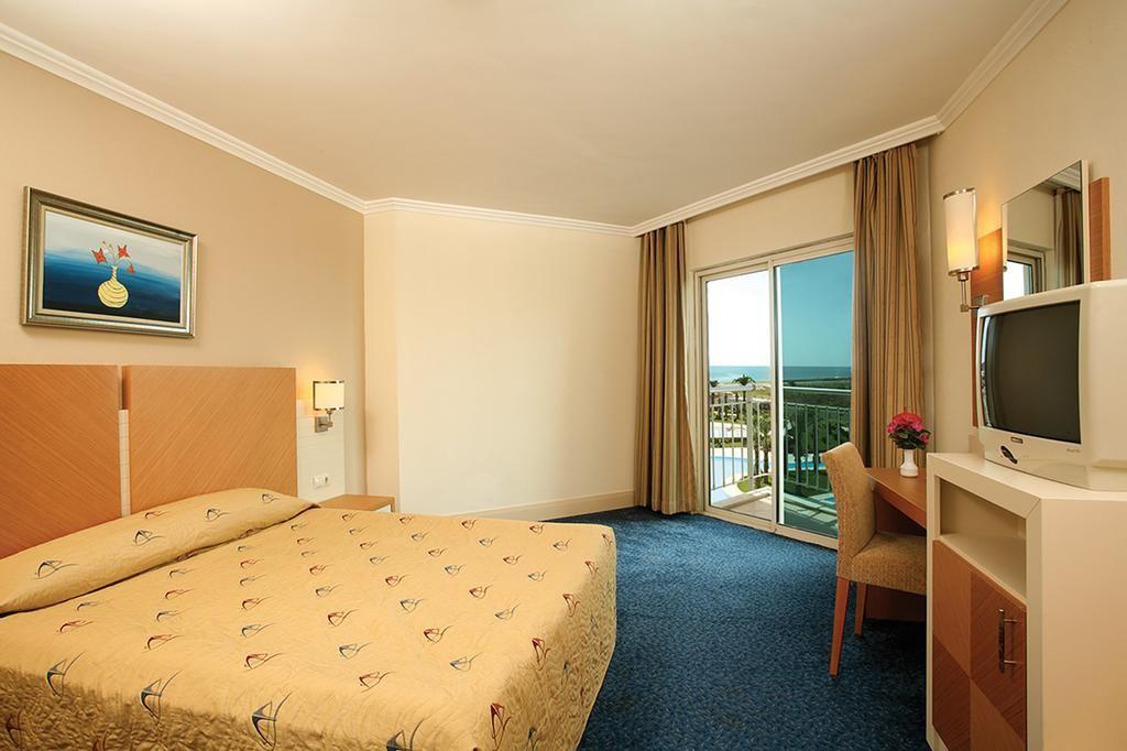 Crystal Admiral Resort Suites & Spa (13).jpg