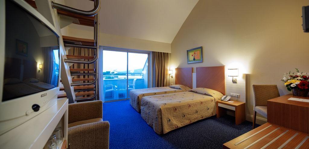 Crystal Admiral Resort Suites & Spa (8).jpg
