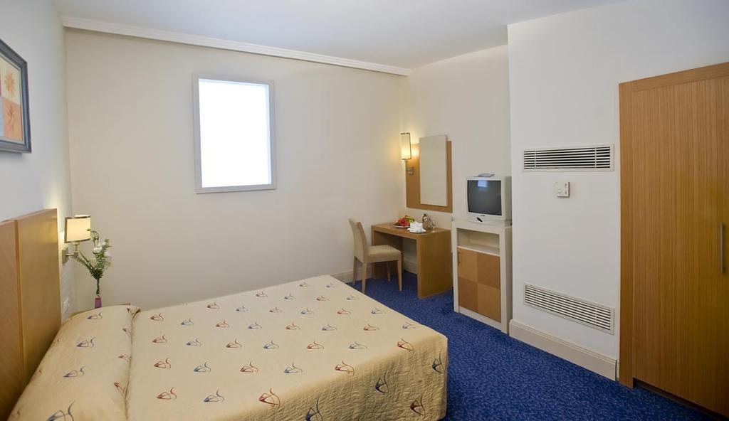 Crystal Admiral Resort Suites & Spa (11).jpg