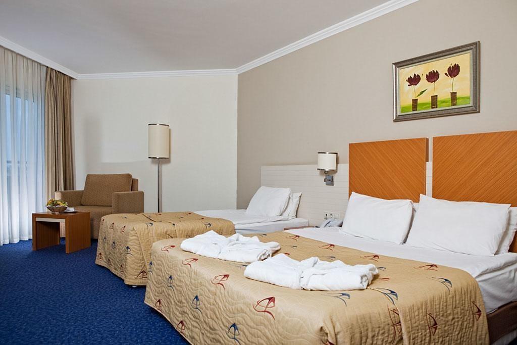 Crystal Admiral Resort Suites & Spa (10).jpg