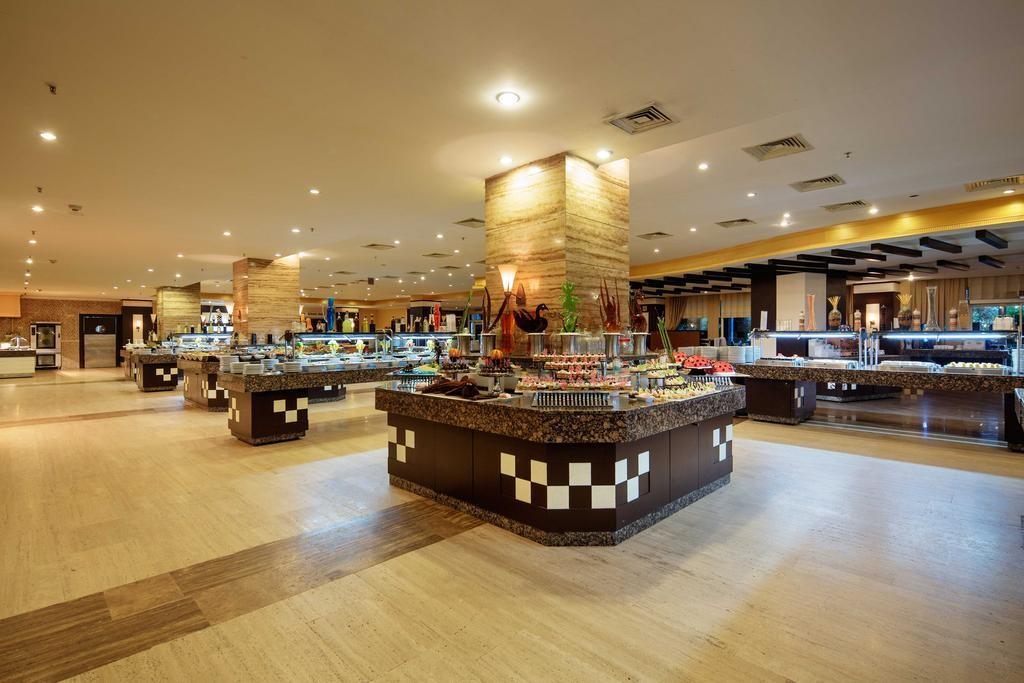 Crystal Admiral Resort Suites & Spa (5).jpg