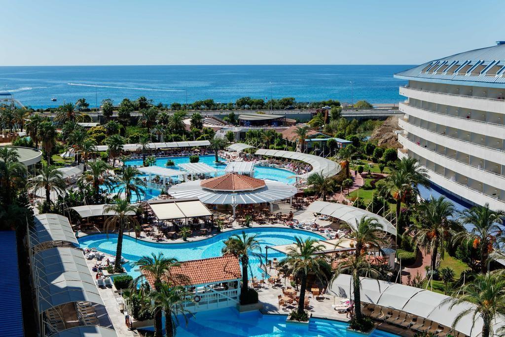 Crystal Admiral Resort Suites & Spa (21).jpg