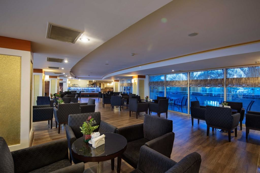 Crystal Admiral Resort Suites & Spa (3).jpg