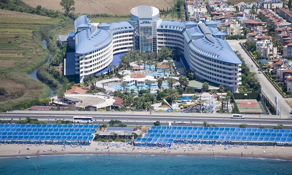 Crystal Admiral Resort Suites & Spa (20).jpg