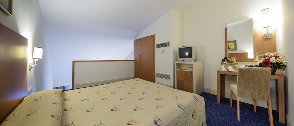 Crystal Admiral Resort Suites & Spa (9).jpg