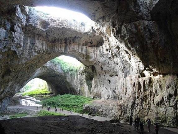 دِوِتاشکا، غاری در بلغارستان با سابقه 70000 ساله از سکونت انسان ها