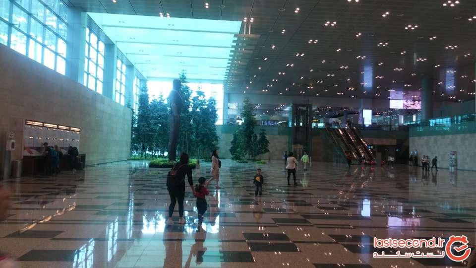 03-بخش ورودی به گیت فرودگاه سنگاپور.jpg