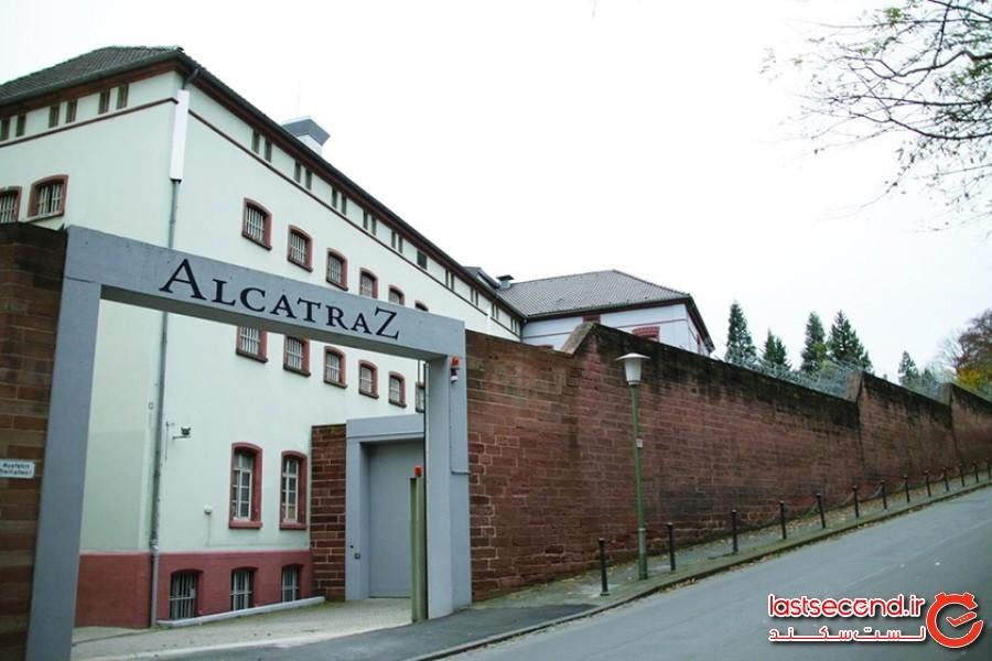 هتل آلکاتراز، آلمان