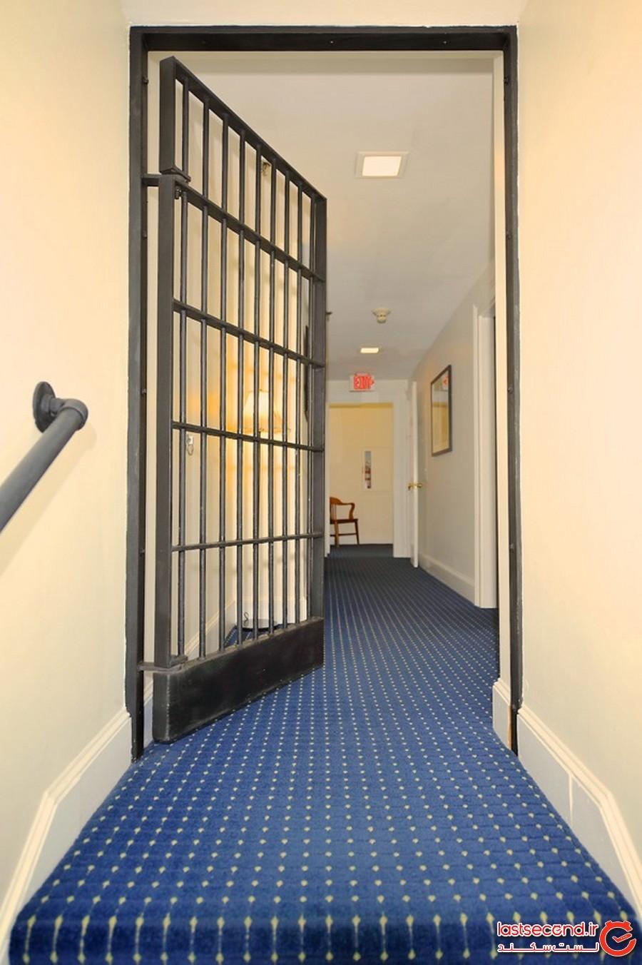 میهمانخانه زندان، جزیره آرهود