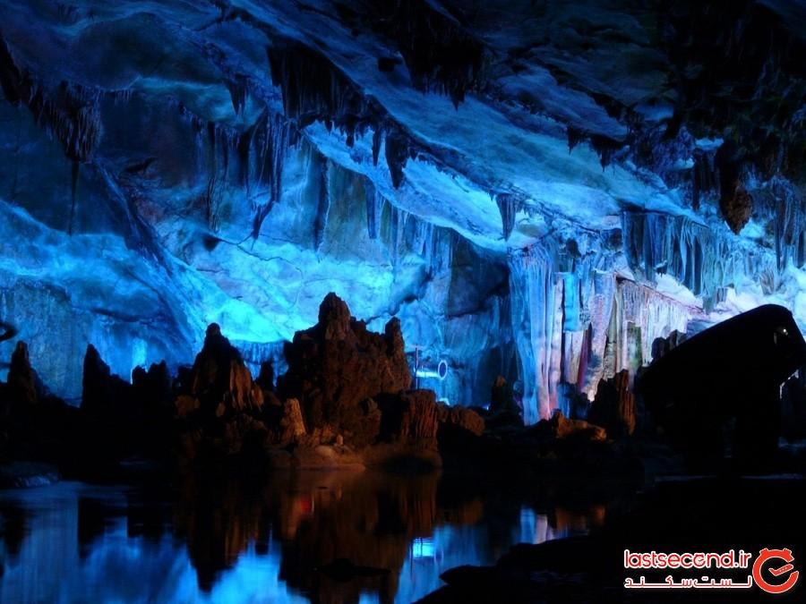 آیزریسنولت، بزرگترین غار یخی جهان
