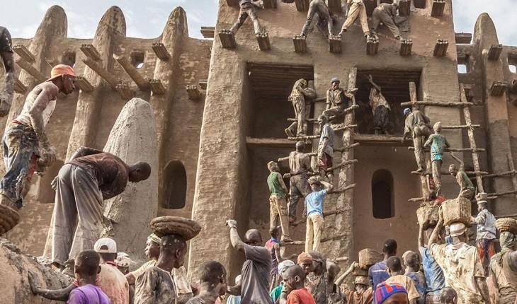 مسجد بزرگی در جنه ی آفریقا که هرسال بازسازی میشود