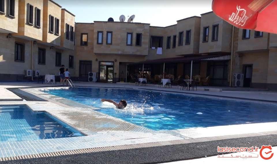 16-هتلی در مسیر نیو شهیر.jpg