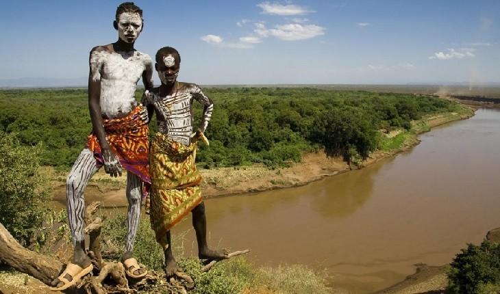 عجیبترین سنت های قبایل بدوی جهان که تا امروز ادامه دارند!