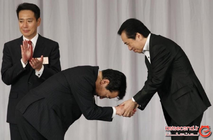 ژاپن: بُووینگ (Bowing خم شدنی همراه با تعظیم، شبیه رکوع)