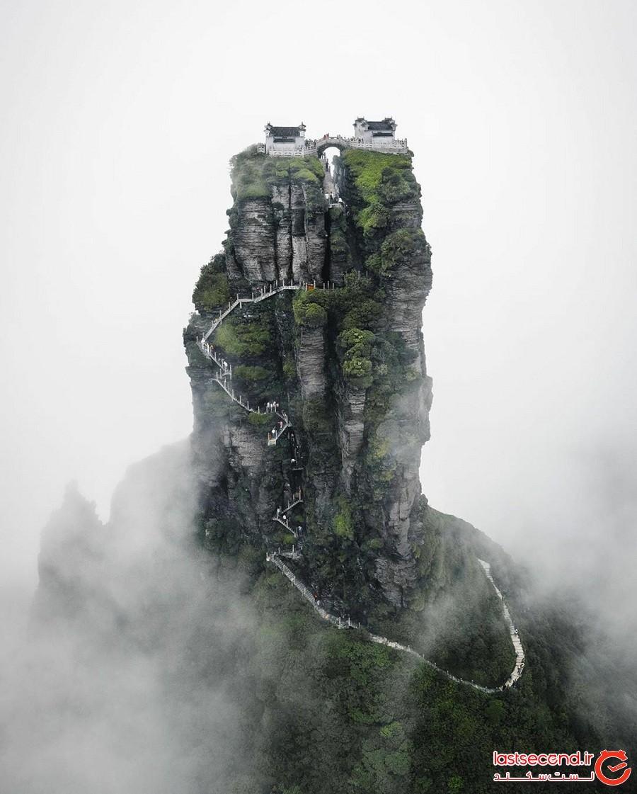 دو معبد بودائی در چین که روی قلهای با ارتفاع بیش از 2250 متر بنا شدهاند