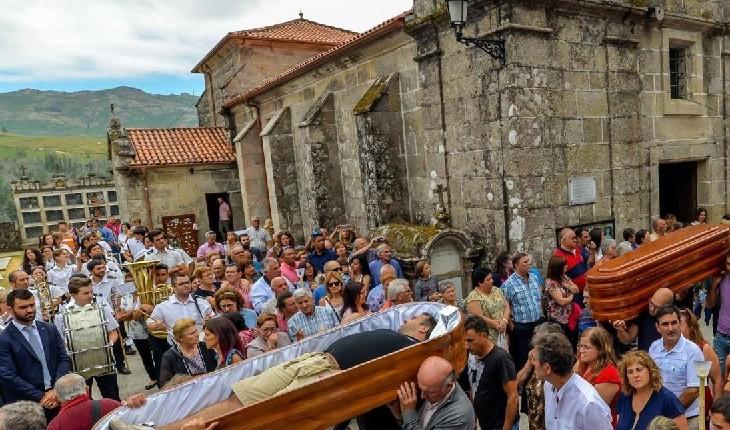 جشن عجیب و سورئال پیروزی بر مرگ در اسپانیا!