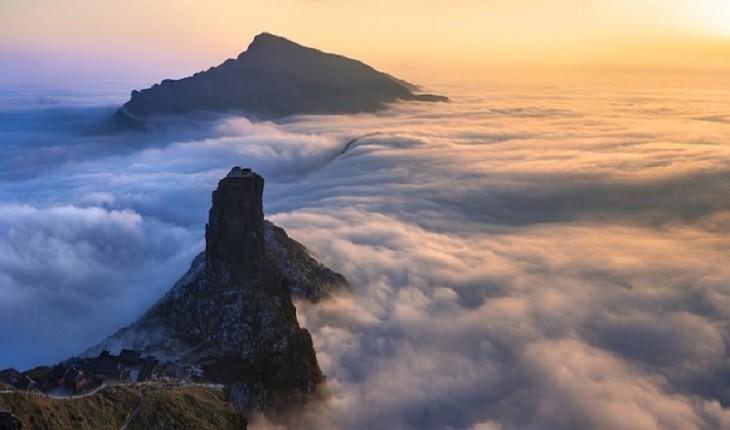 معابد عجیبی در چین که در ارتفاع 2250 متری از سطح دریا ساخته شده اند!
