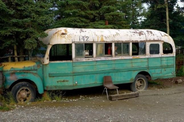 سفری بیبازگشت؛ بازدید از اتوبوس مخروبه «به سوی طبیعت وحشی»!