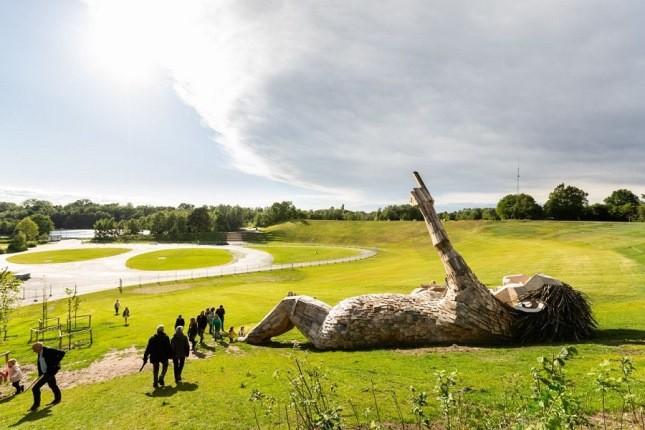 هنرمندی به غول های افسانهای در جنگلی در دانمارک زندگی بخشیده!