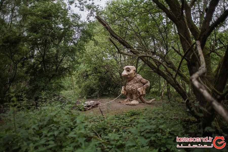 هنرمند بازیافت کننده، 7 غول افسانهای بزرگ را در جنگلی در دانمارک حجاری میکند