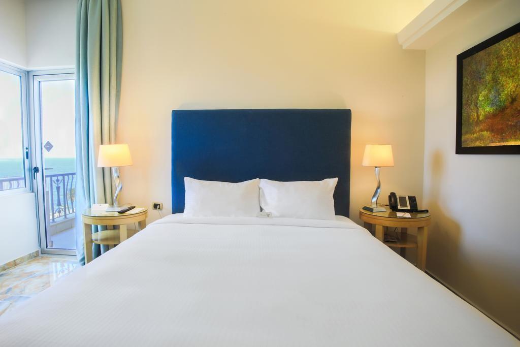 riviera-hotel-beirut (9).jpg