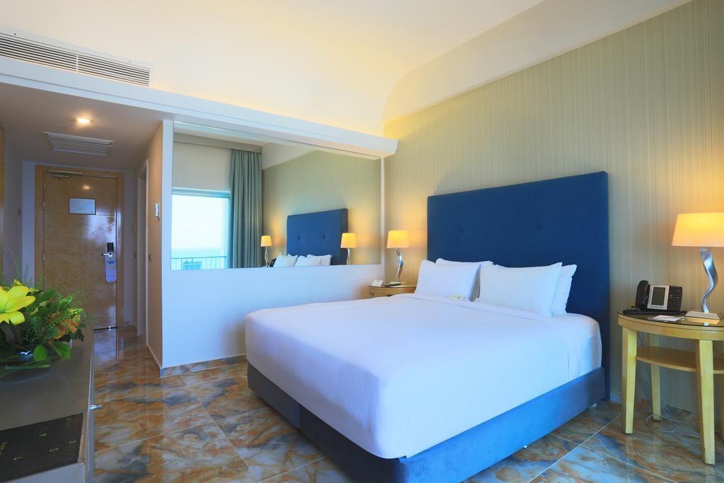 riviera-hotel-beirut (12).jpg