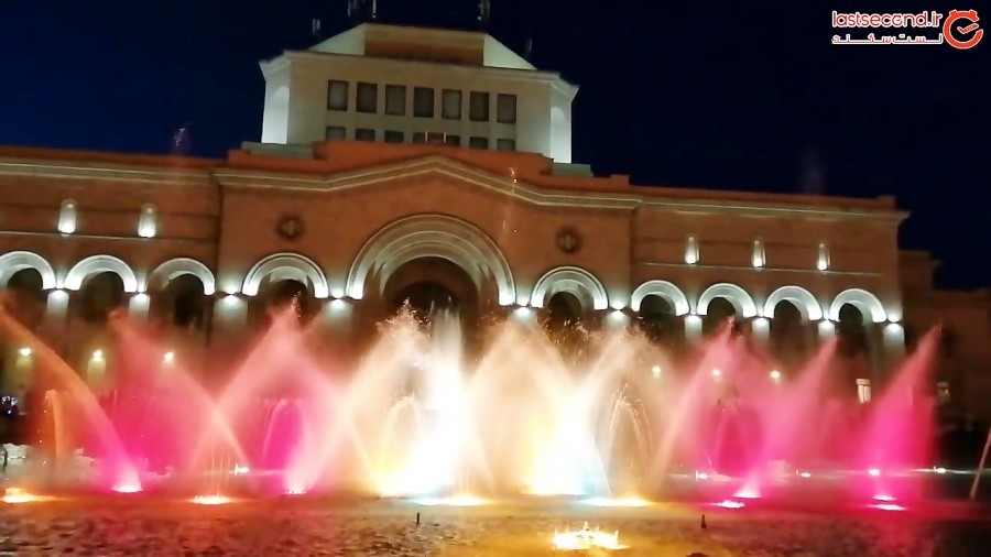 رقص آب و نور در میدان جمهوری شهر ایروان