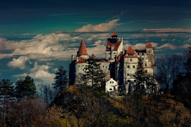 داخل قلعهای که قلعه دراکولا نامیده میشود چگونه است؟