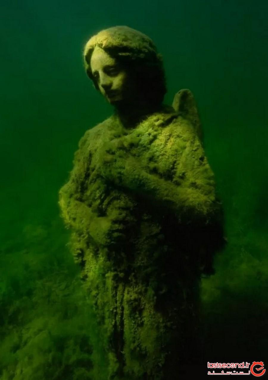 فرشته در دریاچه سانست، لینتون، ایندیانا (The Angel at Sunset Lake, Linton, Indiana)