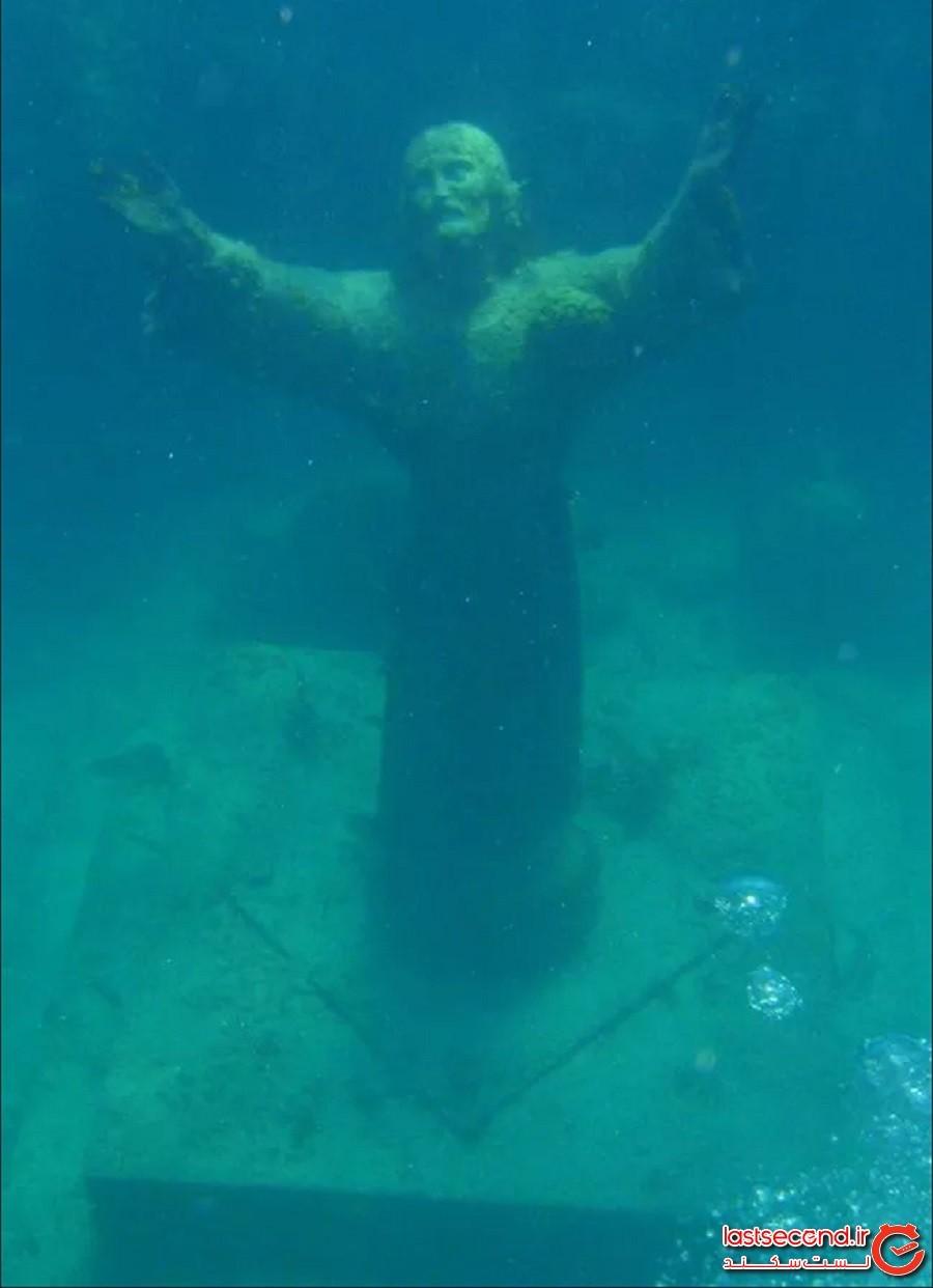 مجسمه عیسی مسیح زیر آب در سان فروتوزو، ایتالیا (Christ of the Abyss in San Fruttuoso, Italy)