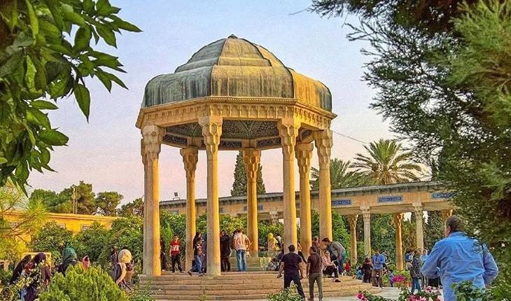 اعجاز گردشگری ادبی در کنار زیباترین مقاصد آن در ایران!