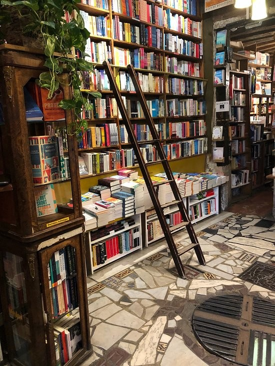 Shakespeare-and-Company-Bookstore (5).jpg