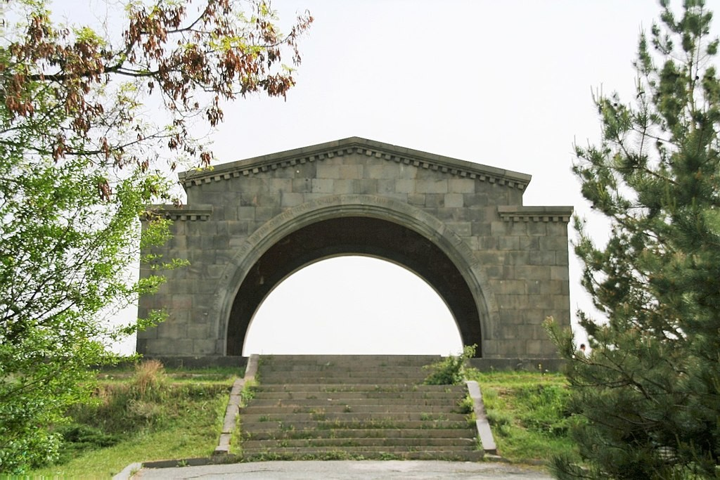 Charents Arch (1).JPG