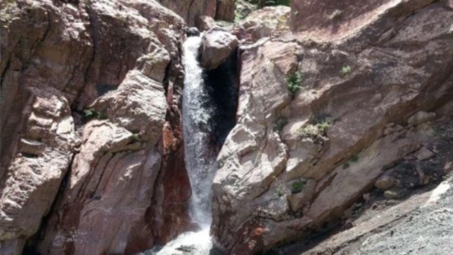 آبشار بدلان در دل کوهپایههای اورین