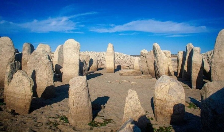 خشکسالی در اسپانیا سنگ تراشه هایی را نمایان کرد که دهه ها پنهان بودند!
