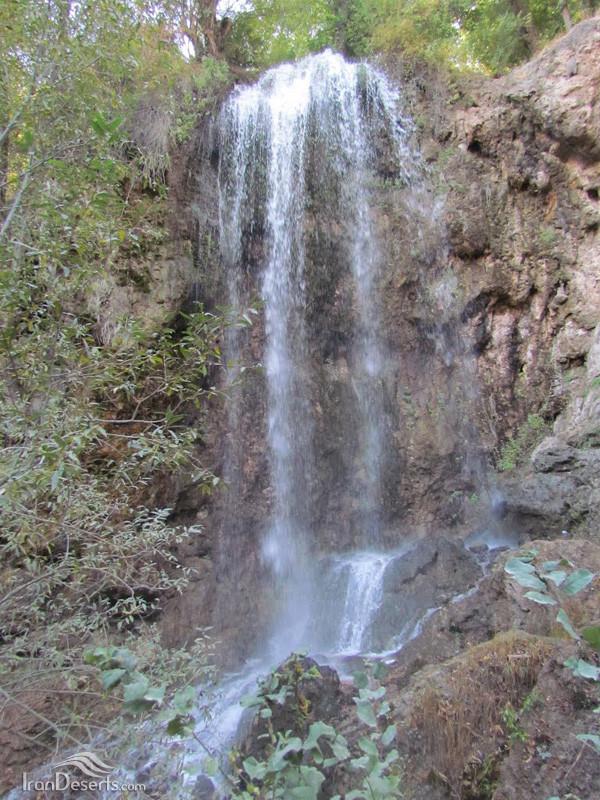 Estarkhi Waterfall (2).jpg