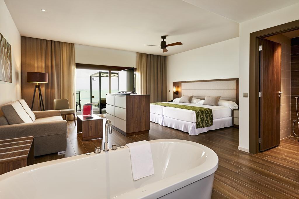 Hotel Riu Atoll (22).jpg