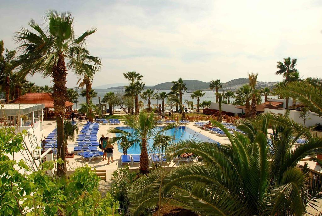 Nagi Beach Hotel (1).jpg