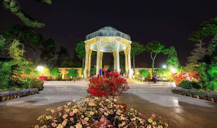 لذت شیرینِ شیراز گردی با راهنمایی حافظ!