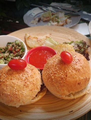Nazdik Cafe (5).JPG