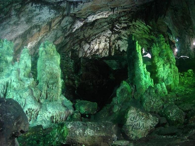 غار دربند، یکی از بزرگترین غارهای آهکی ایران در مهدی شهر