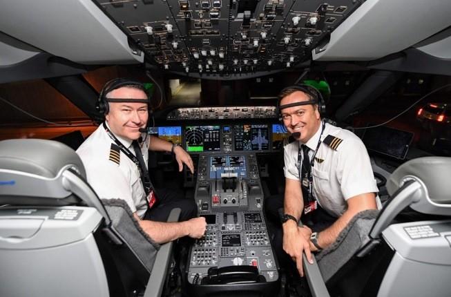 طولانی ترین پرواز جهان بعد از 19 ساعت با موفقیت بر زمین نشست!