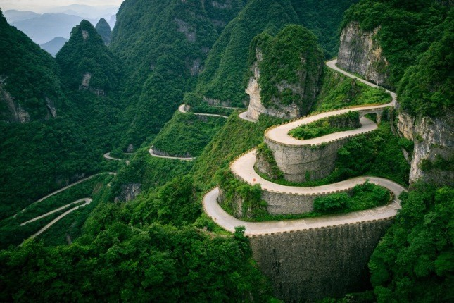 15 جاده خطرناک در سراسر جهان رانندگی در آن ها جرات می خواهد!