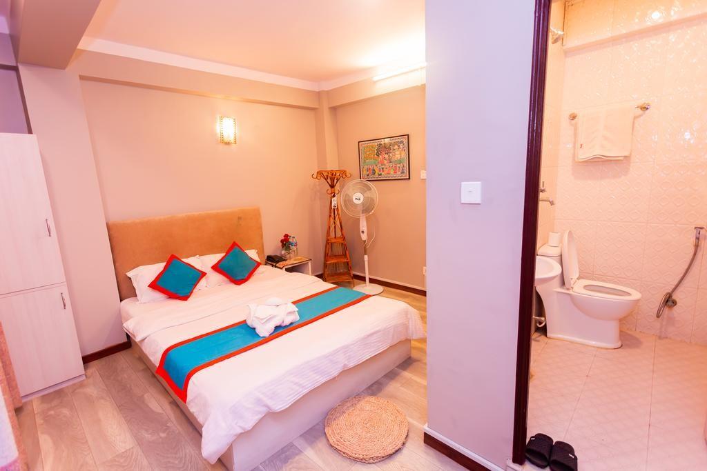 8848 Hostel (14).jpg