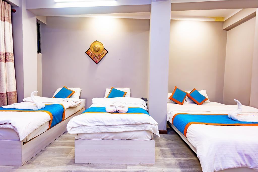 8848 Hostel (8).jpg